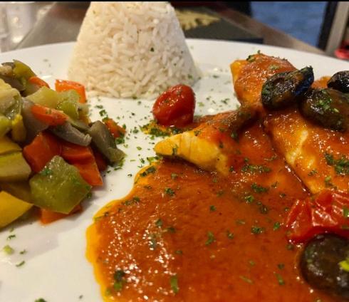 Filet de Loup sauce tomate et Olives noires